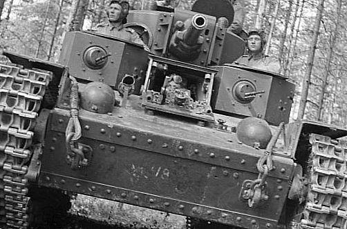 солдати в танку