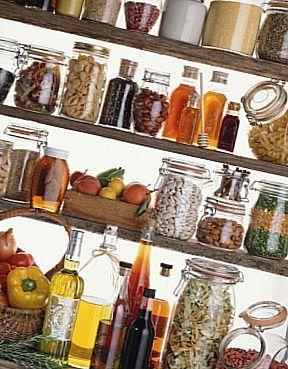 Очистіть шафи від калорійних продуктів