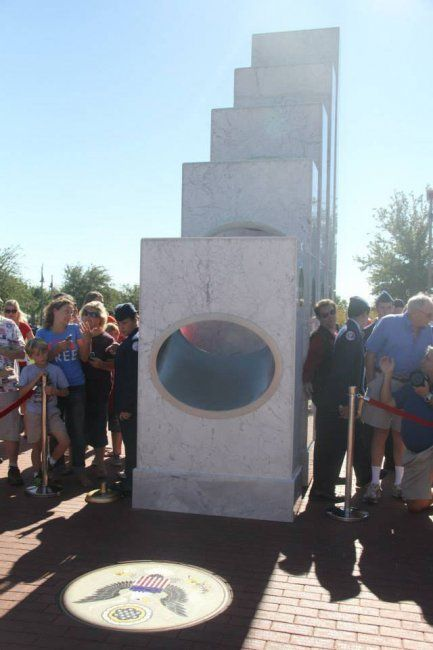 Лише в 11.11 сонце світить в цьому Меморіалі (9 фото)